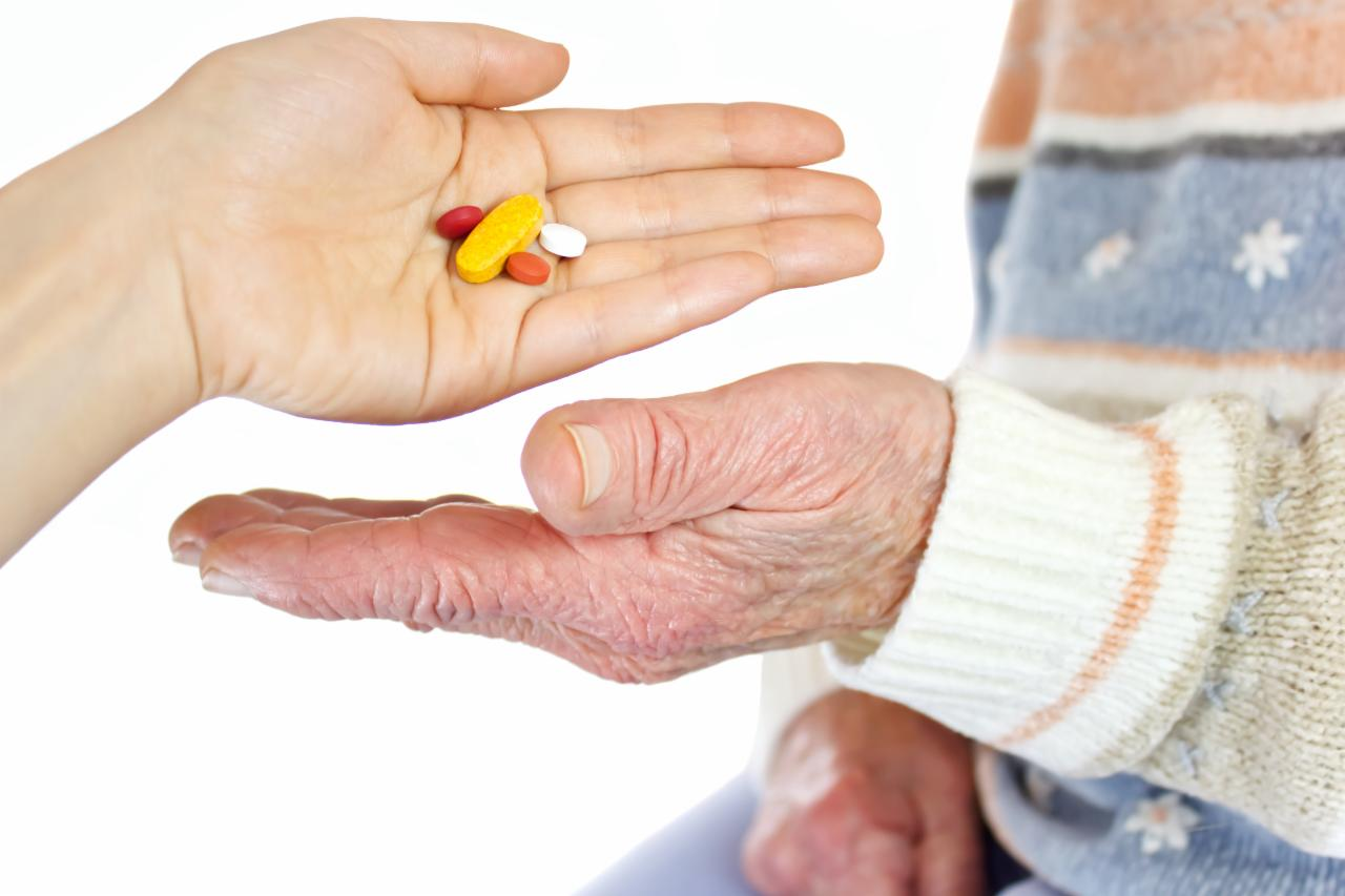 graphicstock-giving-pills-to-elderly-woman-over-white-background_rtUzAxSXdW